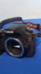 Câmera Canon 60d (corpo e acessórios)