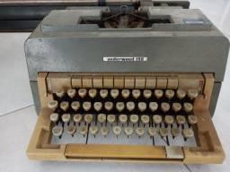 Máquina de escrever Underwood 198