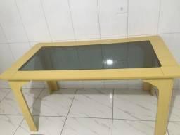 Título do anúncio: Mesa em bom estado de mdf e vidro