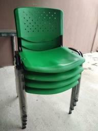 Cadeira de plástico fixa 60 reais cada