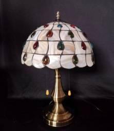 Título do anúncio: Abajur Tiffany com cúpula estilo madrepérola.