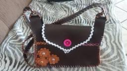 Bolsa artesanal costurada a mão