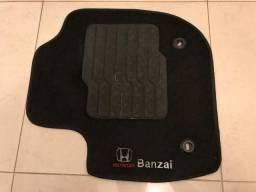 Tapete Carpete com Trava de Segurança Honda Fit 2018 Logo Bordado