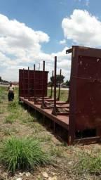Vendo carroceria adaptada para carregar madeira
