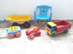 Lote de brinquedos.
