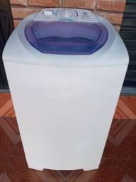 Vende-se essa linda máquina de lavar roupas Electrolux 08 kilos semi nova