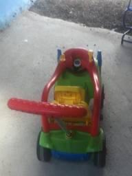 carrinho infantil calesita com pedal e sistema de correia veicular