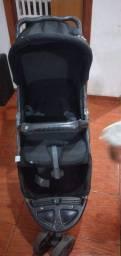 Vendo um carrinho de bebê  marca galzerano por 270 reais