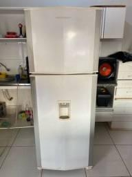Título do anúncio: Vendo Geladeira 438 froos free com dispenser na porta funcionando perfeitamente entrego