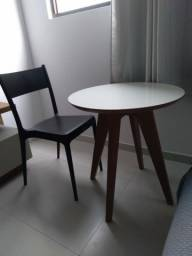 Título do anúncio: Vendo uma cadeira e uma mesinha