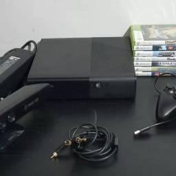 Xbox 360 com kinect e quatro controle.