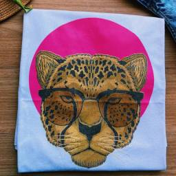 Roupas / Camisetas / Blusas / T-shirt