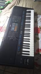 Teclado Yamaha sx700