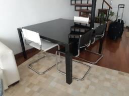Mesa de reunião quadrada preta