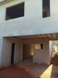 Horto/km 5 - Casa/duplex c/ aproximadamente 200 m2 c/ 03 suítes