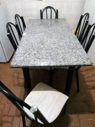 Mesa retangular de mármore c/ 6 cadeiras de ferro