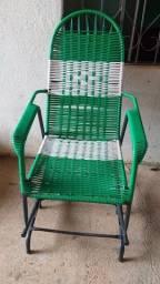 Título do anúncio: cadeira de balanço Macarrão seminova 180$ entrego vindo buscar 160$