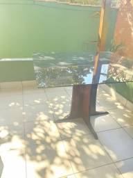 Mesa madeira c vidro fume