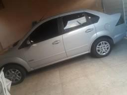Vendo um carro modelo fiesta sedan - 2013