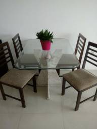Mesa de Jantar + 4 cadeiras. Base mármore travestino e tampo de vidro temperado