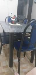 Sala de janta, sem marcas de uso