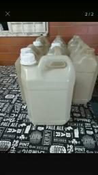 Vendo galões de 5 litros usados