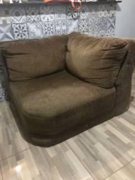 Vende-se dois sofás e uma poltrona