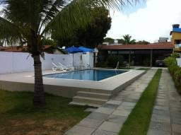 Casa com piscina e área para até 10 carros