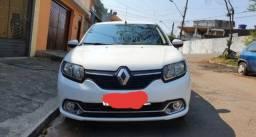Renault Logan. 2017. bem consevado