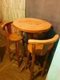 Linda mesa com 3 banquetas madeira maciça