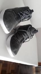 Tênis Nike Jordan Edição Limitada Peça Única Show modelo casual Cinza estonado Zerado