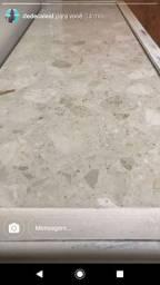 Móvel com tampão de mármore