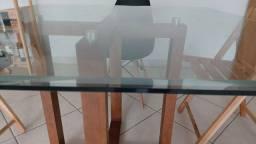 Mesa com cobertura de vidro reforçado