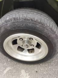 Rodas do Puma GT com pneus novos sem detalhes