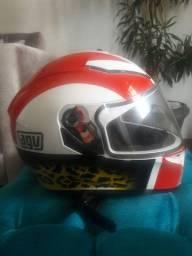 Lindo capacete agv de pista com oculos interno
