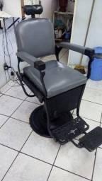 Vendo cadeira antiga de barbeiro ferrante