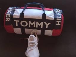 Bolsa Transversal Tommy Hilfinger Modelo grande