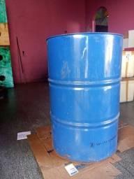 Vendo tambor de ferro 200 litros valor 80 reais cada *