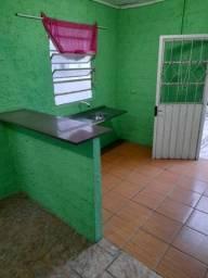 Alugo  casa de 1 dorm ,fundos ,alvenaria mobilhada R$650,00reais