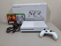 Xbox One S 1Tb de memória, com um controle + jogo Red Dead Redemption 2 e Just Dance 2019.