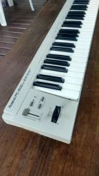 Teclado Roland PC 200