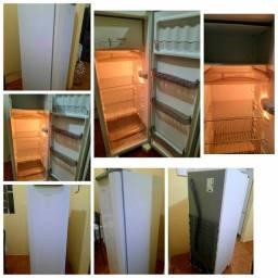 Título do anúncio: Vende-se geladeira esmaltec