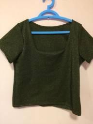 Camisa brilhosa, tamanho único, nunca usada