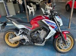 Moto cb650f com abs