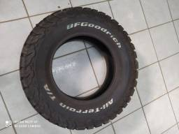 Par de pneus (2) 235/70 R16 zerados