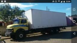 Caminhão baú - 1982