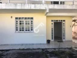 ABRANTES, Estrada do Coco! Casa em Condomínio com portaria 24h. São 5/4, sendo 2 suítes R$