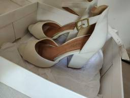 Sandália Branca Envernizada