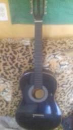 Vendo violão acústico com pequena rachadura no lado