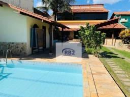 Casa ampla com 4 quartos, quadra de bocha, piscina e churrasqueira.